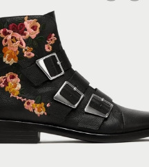 Zara boots 40 vel. Novo