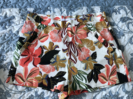 Zara cvjetne kratke hlace