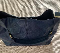 Modra torba sa zlatnim detaljima
