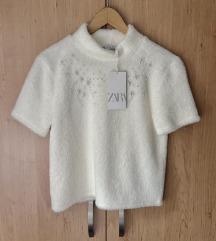Nova Zara majica s perlicama i etiketom