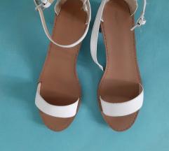 Zara sandale na blok petu