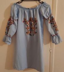 Cvjetna plava haljina