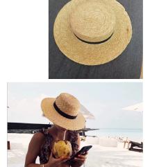 Hit slamnati šešir