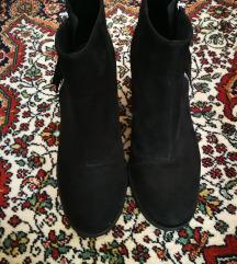 Crne čizme H&M