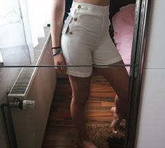 Kratke hlače s etiketom