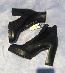 Zara crne kožne čizme na petu 40