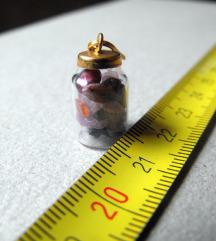 mala bočica sa kamenčićima