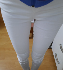 Sinsay NOVE bijele traperice 38/M