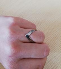 V prsten