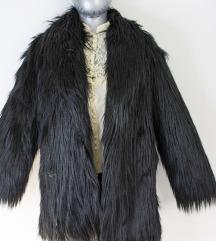 Crna čupava bunda od umjetnog krzna