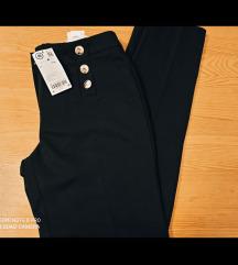 Nove Orsay crne hlace s gumbima