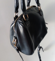 BERSHKA crna torbica