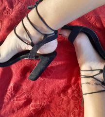 Sandale na vezanje