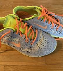 - Sarene Nike tenisice -