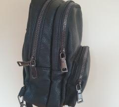 Crni kožni ruksak