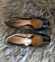 Crne lakirane cipele Zara