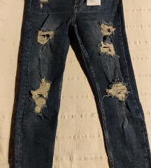 Bershka podrapane hlače vl.38