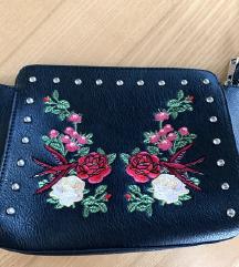stradivarius cvjetna, vezena torbica