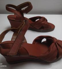 Bata kožne sandale puna peta