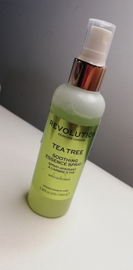 Revolution Tea tree spray