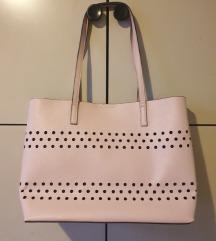 Nova torba, Anna Field roza