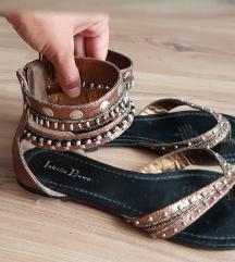 Nove bakrene sandale