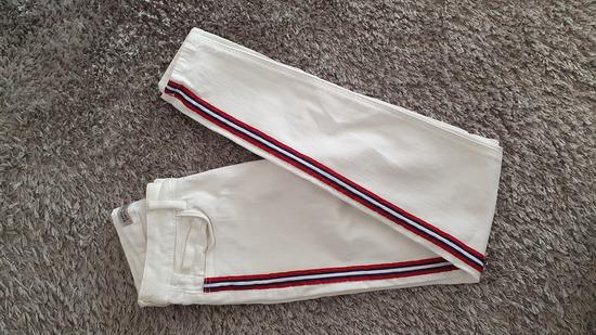 Zara bijele traperice