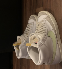Nike blazer 38.5