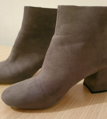 Sive čizme na petu