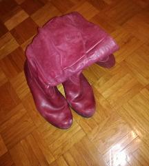 Tamno crvene cizme