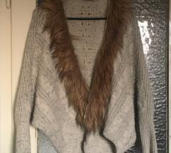 Končana jaknica s detaljem od umjetnog krzna