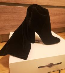 Visoke cizme iznad koljena