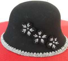 Sesir-kapa vuneni, crne boje