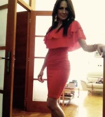 Koraljna haljina sa volanom