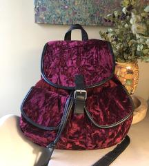 Baršunasti ruksak s kopčom