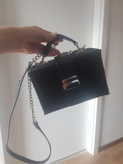 Pletena crna kovčeg torbica