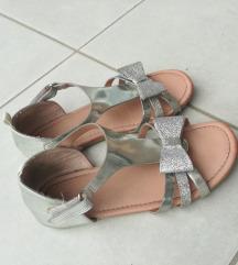 H&M srebrne sandale br. 32