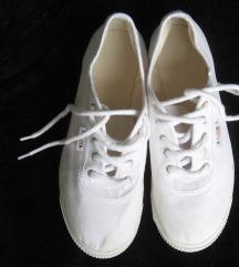 Bijele papuče ( kao starke) vel.38