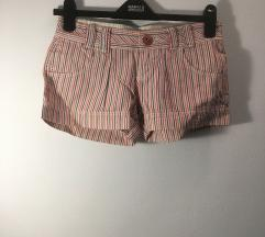 Bershka prugaste kratke hlače 34