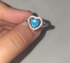 Srebrni prsten Srce Opal
