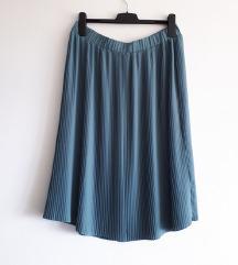 Plisirana midi suknja nenošena