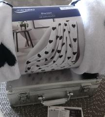 Novi kovčeg sa šminkom i poklon deka