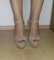 Sandale s visokom punom petom
