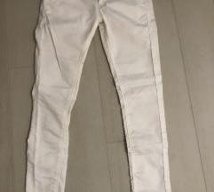 bershka bijele hlače 36 novo