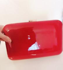 Crvena lakirana torbica