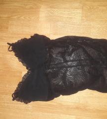 Dekoltirana crna majica top S