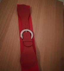 Crveni elastični remen