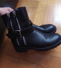 Čizme crne broj 40