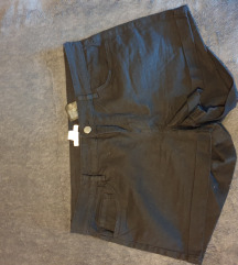 Crne kratke hlačice