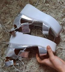 Sandale srebrne nove